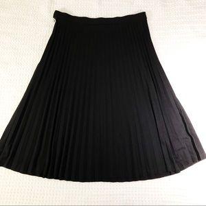GAP midi skirt black pleated size medium